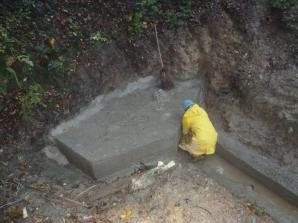 Abdichtung der Quelle mit Lehm